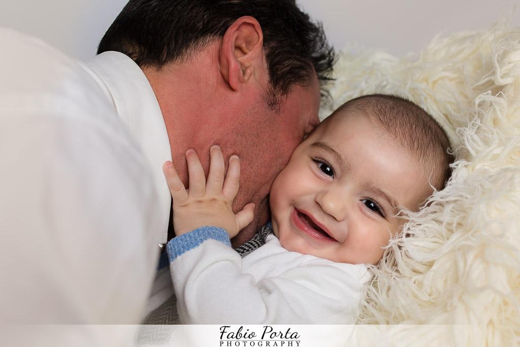 Ritratto fotografico bimbo sorridente Servizio Bebè Fotografo bambini neonati Modena, Reggio Emilia, Parma, Bologna