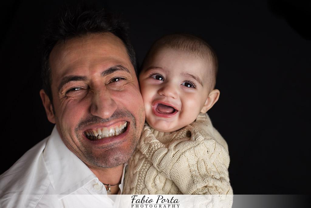 Francesco e il suo papà Servizio Bebè Fotografo bambini neonati Modena, Reggio Emilia, Parma, Bologna