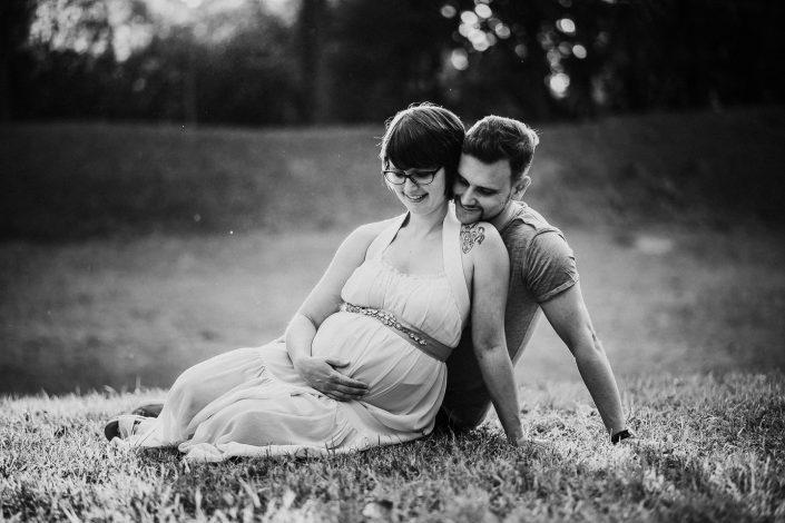 Manuela - Servizio fotografico di maternità al parco Modena
